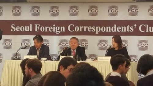 ソウル外信記者クラブ懇談会に出席した文正仁大統領統一・外交・安保特別補佐官。