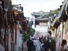 三清洞通りは、「北村(プッチョン)韓屋マウル」も隣接。韓屋造りの民家やお店が連なり、雰囲気のある写真が撮れると評判の散策コースです。韓国伝統衣装・チマチョゴリ(ハンボッ、韓服)を着て街歩きを楽しむにもぴったりです。