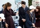 ドナルド・トランプ米国大統領とメラニア夫人が7日、米国大統領で韓国に25年ぶりに国賓訪問している中、メラニア夫人がソウル貞洞の駐韓米国大使官邸で開かれたキャンペーン「ガールズプレー2」に参加して韓国ボーイズグループSHINeeのミンホと話を交わしている。