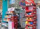 韓国コンビニやマート、ドラッグストアなどでは、ペペロデーに向けて特設コーナーを設置。今年も「ペペロ」のイメージキャラクターは、お馴染みのEXO(エクソ)が務めます。