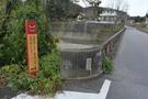 高麗神社への道を案内する表示板