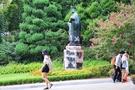 親日的行動で同校学生から非難を浴びている金活蘭・梨花女子大初代総長の銅像