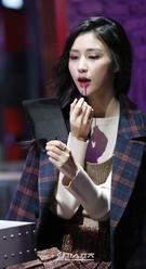 16日午後、ソウル麻浦区弘大前のメーキャップPUBストアオープン記念フォトイベントに登場したモデルのビビアン。