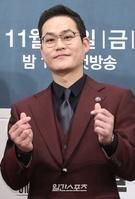 21日午後、ソウル江南区論硯洞のインペリアルパレスソウルで開かれたJTBCドラマ『アンタッチャブル』制作発表会に登場した俳優のキム・ソンギュン。