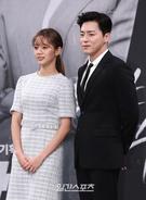 23日午後、ソウル麻浦区上岩洞のMBC新社屋で開かれた月火ドラマ『トゥー・カップス』制作発表会に登場したGirl's Dayヘリ(右)と俳優のチョ・ジョンソク。