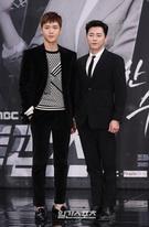 23日午後、ソウル麻浦区上岩洞のMBC新社屋で開かれた月火ドラマ『トゥー・カップス』制作発表会に登場した俳優のキム・ソノ(左)とチョ・ジョンソク。