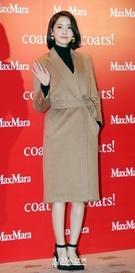 28日午後、ソウル東大門デザインプラザで行われたファッションブランドのフォトウォールイベントに参加した少女時代のユナ。