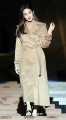 28日午後、ソウル東大門デザインプラザで行われたファッションブランドのフォトウォールイベントに参加した女優のオ・ヨンソ。