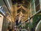 12月を目前にクリスマスを心待ちにする人が多い中、明洞(ミョンドン)では一足早くイルミネーションが施され街中がクリスマスムードに包まれ始めました。