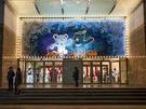 明洞のランドマーク「ロッテ百貨店 本店」では、毎年行なわれる外壁イルミネーションに加え、2018年平昌(ピョンチャン)冬季オリンピック仕様のイルミネーションが登場しました。百貨店入り口ではオリンピック公式マスコットである白虎の「スホラン」とツキノワグマの「パンダビ」が出迎えてくれます。