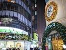 明洞メインストリートに並ぶショップもクリスマスに向け装飾が始まり、夜の街並みが一層賑やかな雰囲気になりました。