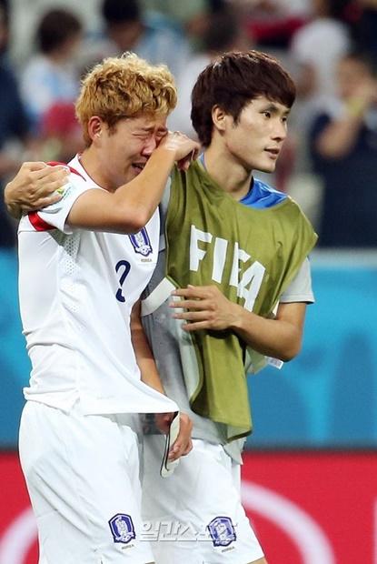 2014年ブラジルW杯当時、韓国のグループリーグ敗退が決まって涙を流す孫興民(ソン・フンミン)。