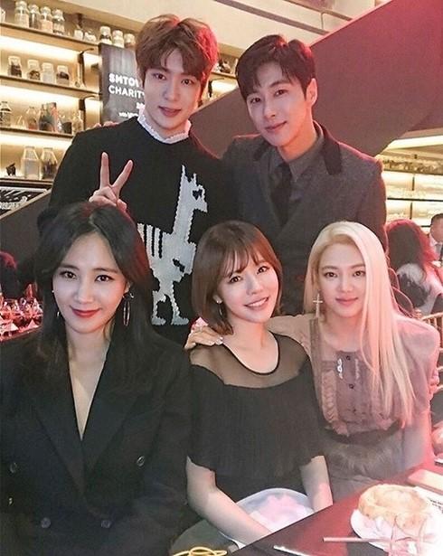 (左上から時計回りに)東方神起のユンホ、NCTのジェヒョン、少女時代のヒョヨン、サニー、ユリ(写真=ユリのインスタグラム)