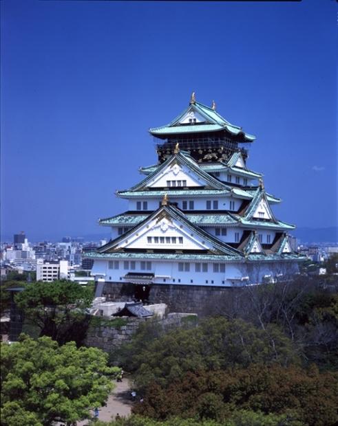 大阪城天守閣全景。(写真=中央フォト)