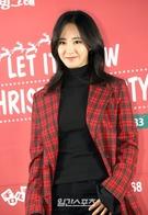 3日午後、ソウル江南区駅三洞の飲食店「Jay's Grill」で開かれたチャリティーイベント「LET IT SNOW CHRISTMAS PARTY」に登場した少女時代のユリ。