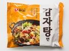 韓国のコンビニやスーパーで、スープにこだわったインスタントラーメンが続々販売されています。「辛ラーメン」でおなじみ農心(ノンシム)から、今年9月に発売された「カムジャタン麺」(1,600ウォン)。カムジャタンならではのエゴマの香りが効いたピリ辛スープがくせになります。
