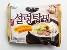 パルドの「チングッソルロンタン麺」(1,400ウォン)は、牛骨エキスを練りこんだ麺と液体牛骨スープを使用し、ソルロンタンのコクを再現しました。乳白色のスープはコクがありながらもあっさりしており、辛いものが苦手な人も食べやすくなっています。