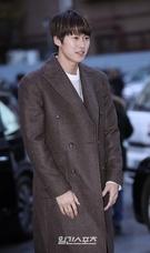 4日午後、ソウル汝矣島の飲食店で行われたドラマ『変革の愛』の打ち上げパーティーに出席した俳優のコンミョン。