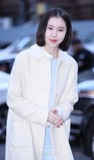 4日午後、ソウル汝矣島の飲食店で行われたドラマ『変革の愛』の打ち上げパーティーに出席した女優のキム・イェウォン。