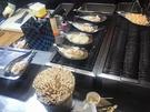 大きな貝の入れ物が目を引く「タイラギ焼き(キジョゲクイ、10,000ウォン)」はバターで焼いた貝とチーズの組み合わせが美味。最近は、ロブスター焼きやアワビ焼きなど、高級・高クオリティーメニューも増えています。