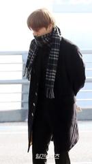21日午前、硬い表情で仁川国際空港に姿を見せたEXOのカイ。