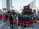 人気のフードトラックも集まっています。「STEAKOUT」の本日のステーキ(10,000ウォン)や「PIPIT BURGER」のハンバーガー(6,400ウォン)などの食事系のメニューも多数。