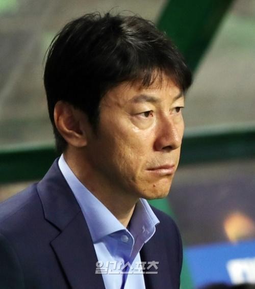 韓国代表の申台龍(シン・テヨン)監督