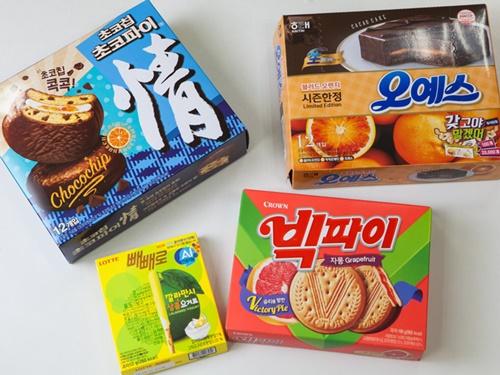 韓国のコンビニやマートで買える定番お菓子に、2017年はメロン味やピーナッツ味など様々な味が登場し話題になりました。近頃はオレンジなどの柑橘系×チョコレートのコラボフレーバーが続々登場しています。