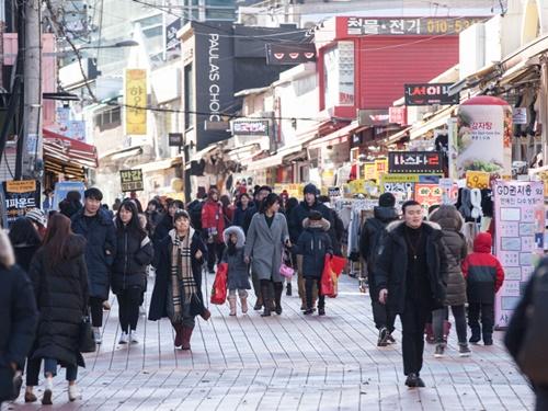 昨晩は雪が降ったソウルの今朝の最低気温はマイナス5度まで下がり、最高気温も零下となる見込みです。
