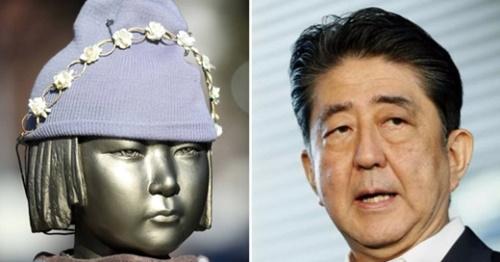 「慰安婦少女像」と安倍首相(中央フォト)