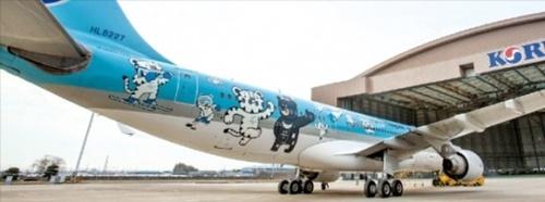 2018年平昌冬季五輪大会マスコットキャラクターの「スホランとバンダビ」がラッピングされた大韓航空の旅客機。