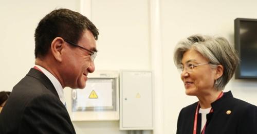 康京和外交部長官と河野太郎外相。(写真=青瓦台写真記者団)