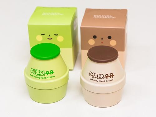 韓国ドラッグストア「OLIVE YOUNG(オリーブヤング)」からは、飲料メーカー「ピングレ」とのコラボ商品第2弾が約1年ぶりに登場!既存のバナナとイチゴフレーバーに加え、コーヒーとメロンが仲間入りしました(写真はハンドクリーム、各7,500ウォン)。