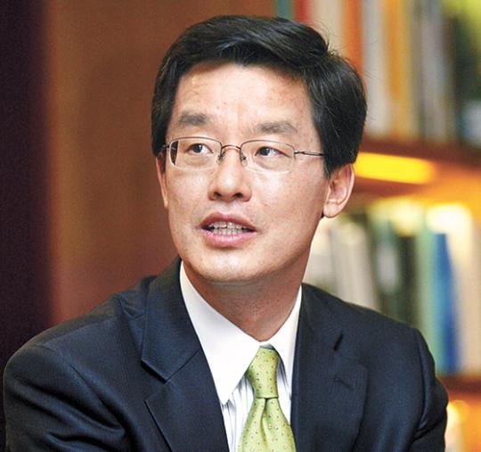 朴チョル熙(パク・チョルヒ)ソウル大国際大学院長