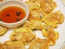 衣をつけ、たっぷりの油で揚げ焼きにした牡蠣チヂミ(クルジョン)は、韓国の一般家庭で多く食べられています。韓国伝統酒・マッコリのおつまみとしても人気です。