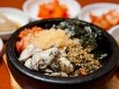 韓国定番グルメのビビンバに、牡蠣を加えたクルパッ。通常のクルパッに飛び子が入ったものもあり、ふわふわの牡蠣とぷちぷちとした飛び子の食感を楽しめます。韓国旅行の際の一食は、旬の食材で韓国の冬を味わってみるのはいかがですか?