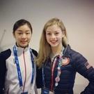 ソチ五輪フィギュア競技後、記念写真を撮ったキム・ヨナ(左)とグレイシー・ゴールド。(写真=グレイシー・ゴールドのSNS)