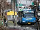 数分のバスの待ち時間が苦痛に感じてしまうほど、厳しい寒さが続くソウル。ソウル市内では最近、バス停付近で寒さをしのげる防寒テントが見られるようになりました!