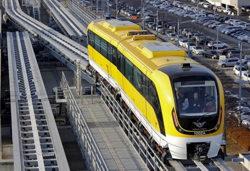 2016年から仁川空港-龍遊(ヨンユ)間を無料運営している韓国型磁気浮上式列車。(中央フォト)