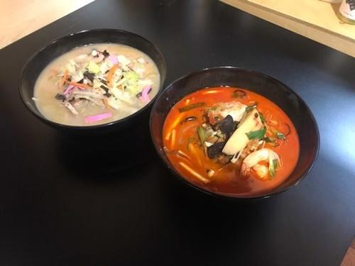 討論会に先立ち公開された日本の長崎ちゃんぽん(左)と韓国式の赤いちゃんぽん。(写真提供=ダイアリーR)
