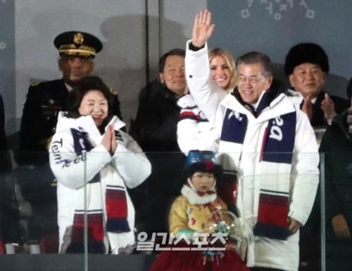 平昌冬季五輪の閉会式に参加した韓国の文在寅大統領