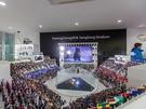 施設内には、「平昌オリンピックスタジアム」の様子を4m×4mサイズで再現した模型とフィギュアを展示。2017人の観客は、一人ひとり違う表情になるようにこだわって作られました。
