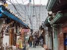 仁寺洞(インサドン)のお隣・益善洞(イッソンドン)エリア。ソウル最古とされる韓屋(ハノッ、韓国伝統家屋)村があることで知られています。都心で昔ながらの韓国を感じられる場所として、観光客も多く訪れるスポットです。