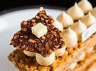 高級感溢れる見た目の「ソルティキャラメル ミルフィーユ(9,000ウォン)」の上には小さなバターが添えられており、甘さと塩気が重なり合います。バランスの良い食感と繊細な味が味覚を楽しませてくれます。