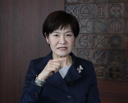 ユン・ジェヨン社長は「北朝鮮応援団の女性たちは冬季五輪期間に素顔を見せたことがない」とし、「20代女性でパイナップルとチョコレートなど甘いものが好きだった」と話した。