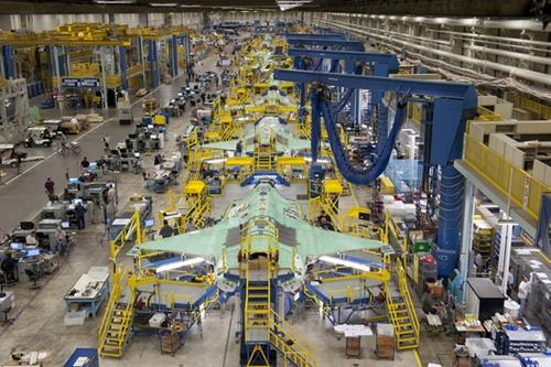 米テキサス州フォートワース市のロッキードマーチン工場でF35戦闘機の組み立て作業が行われている。(写真=ロッキードマーチン)