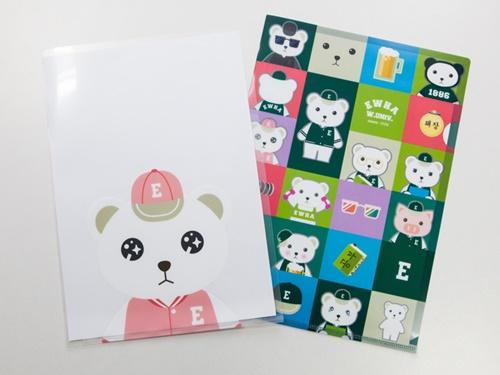 クマやブタのキャラクターをあしらった文具も人気です。クリアファイル(3種類)は1枚500ウォンというプチプラ価格!