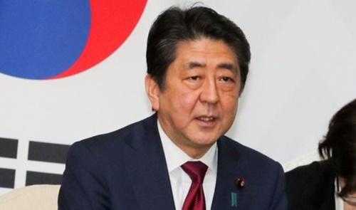 文在寅大統領は2月9日午後、平昌オリンピック開会式出席のために訪韓した安倍首相と首脳会談し、懸案について議論した。(青瓦台写真記者団)