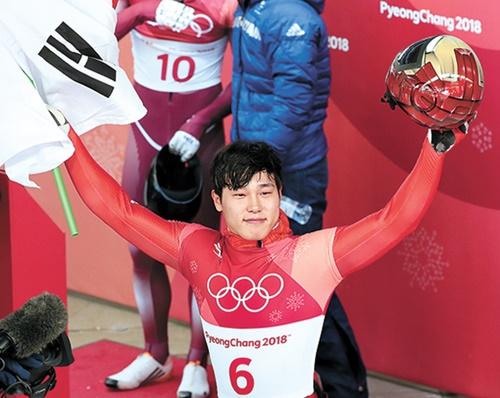 韓国冬季五輪史上初めてスケルトンで金メダルを獲得したユン・ソンビン。(中央フォト)