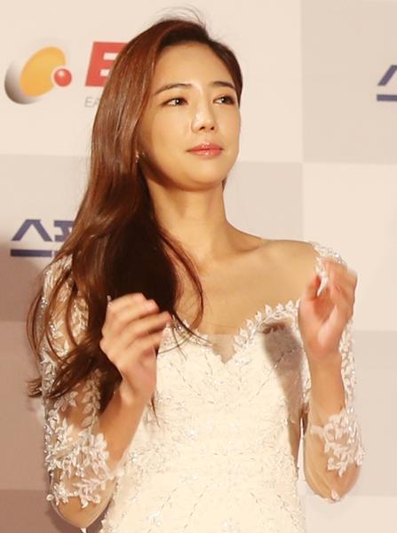 昨年1月19日、第26回ソウル歌謡大賞授賞式が行われたソウル松坡区(ソンパグ)の蚕室(チャムシル)室内体育館レッドカーペットでポーズを取っている女優イ・テイム。